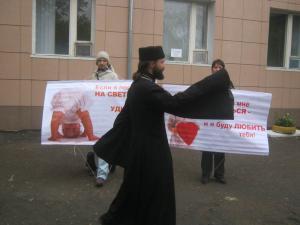000027 - Впервые в Казахстане православные пикетировали абортарий