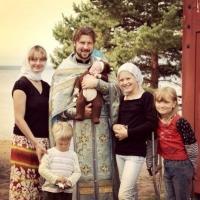 Священник Глеб Грозовский с семьёй