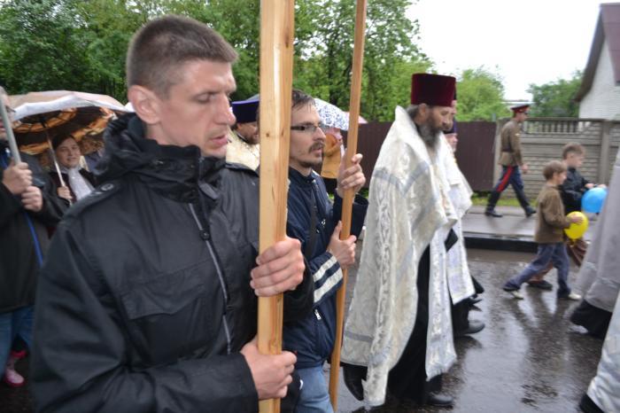 dsc 0792 - Наши добровольцы участвовали в крестном ходе в Кировске со знаменем и иконами Движения
