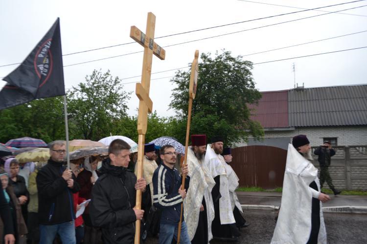dsc 0794 - Наши добровольцы участвовали в крестном ходе в Кировске со знаменем и иконами Движения