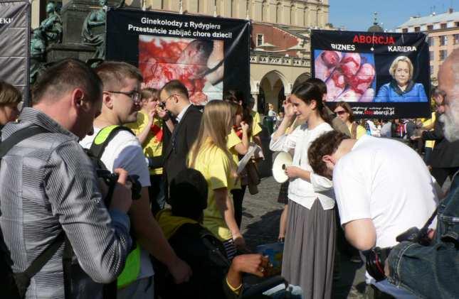 Мэри Вагнер на пикете в Кракове