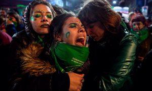 21 3 - Сенат Аргентины отклонил законопроект о легализации абортов