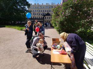 47 22 - Акция антиабортных организаций в День защиты детей