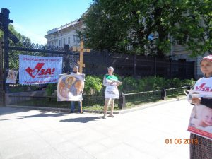 47 8 - Акция антиабортных организаций в День защиты детей
